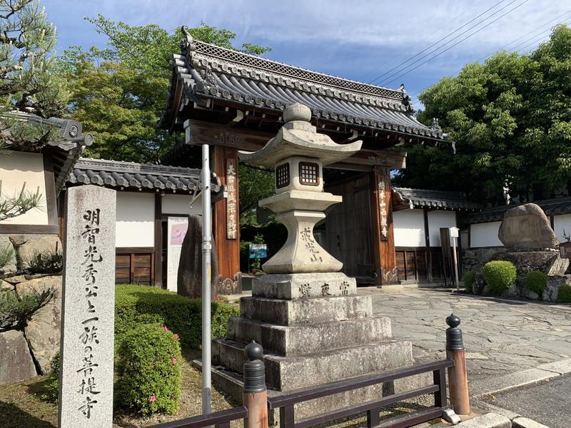 西教寺の総門