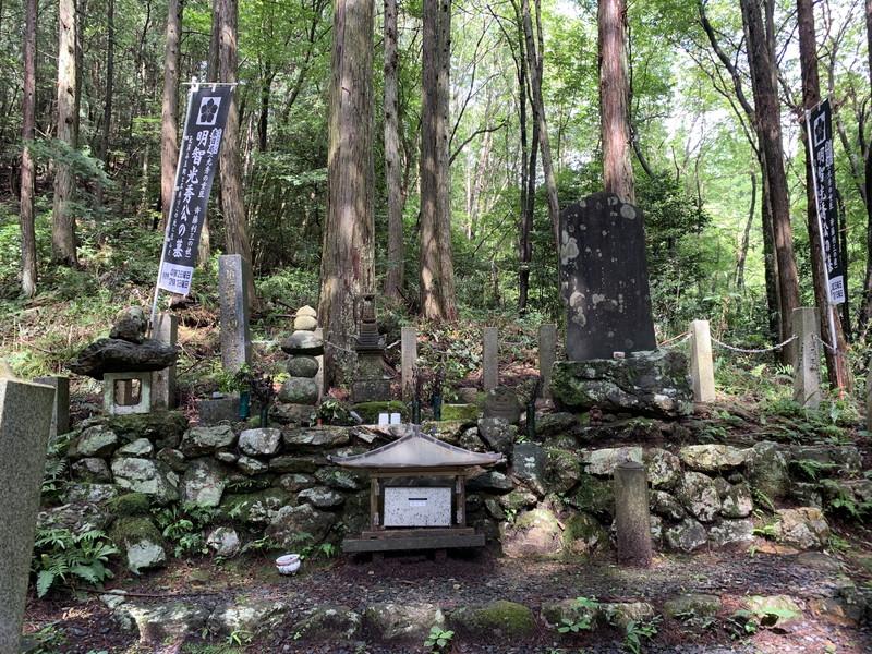 桔梗塚(伝明智光秀公墓)
