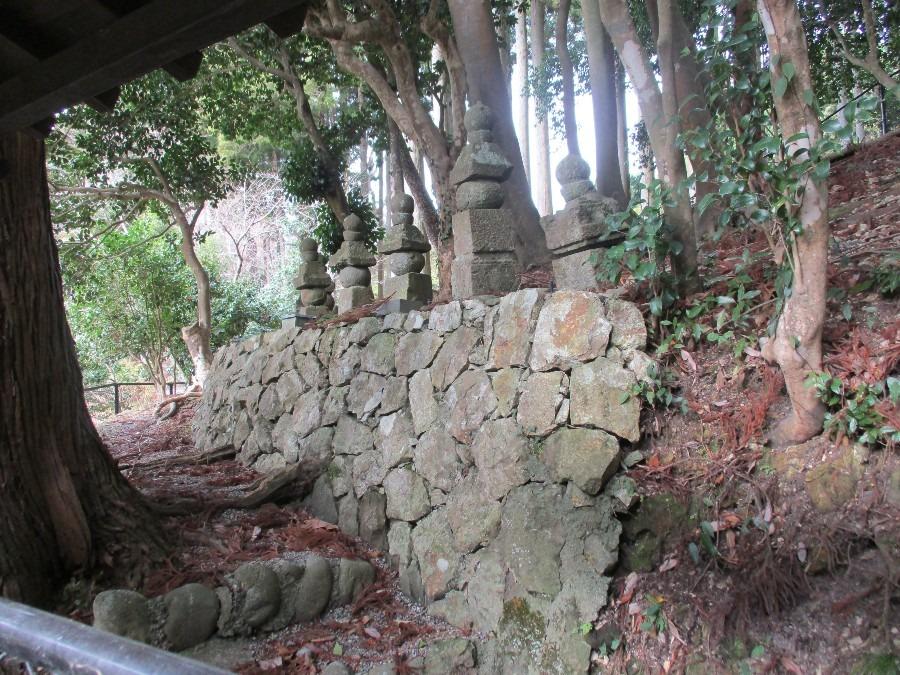 平時忠と一族の墓所