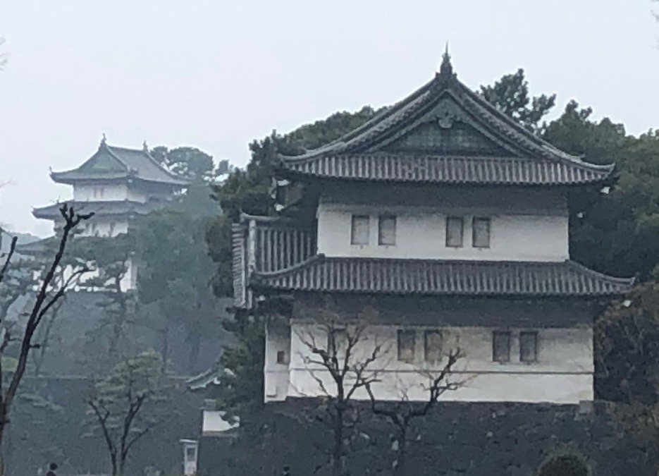 江戸城富士見櫓・左と辰巳櫓・右