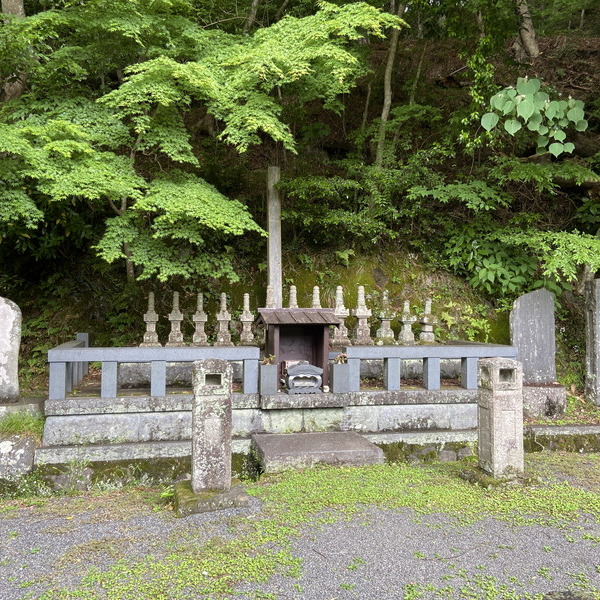 修善寺・十三士の墓